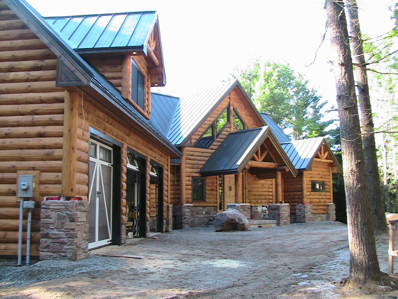 Luxury custom home builder general contractor quebec and for Tiny house builders ontario